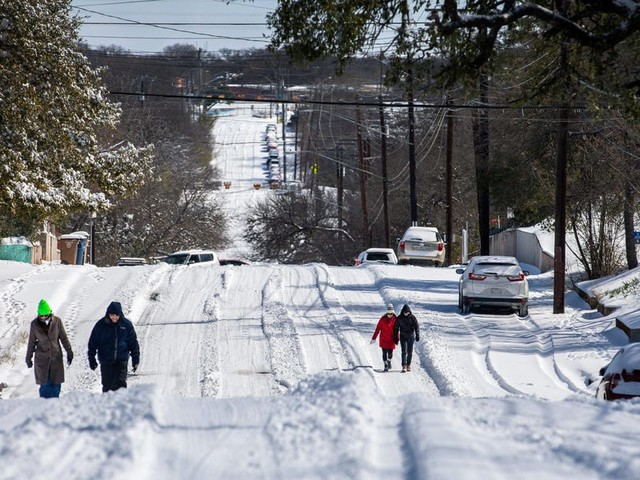 The state of Texas should cover residents' huge energy bills from last week's power outages, the mayor of Houston said