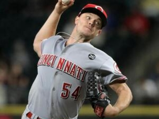 Reds' Gray loses no-hit bid on Lewis' HR in 7th