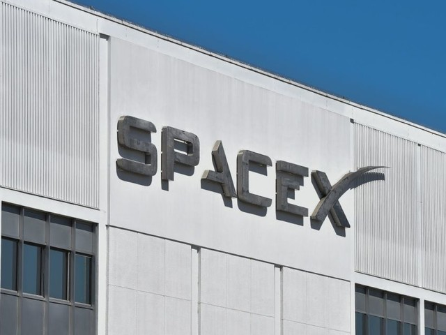 SpaceX gets FCC approval to deploy thousands more internet satellites