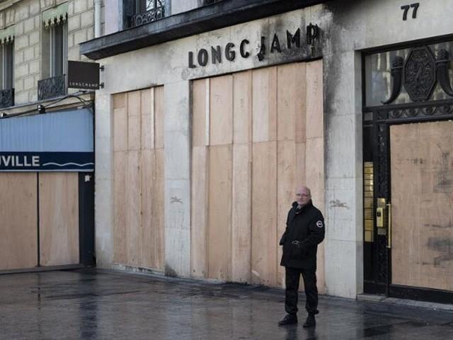 Luxury stores in Paris vandalized by violent protestors