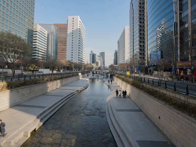 Hedge Funds Hurt by Seoul's Too-Good-to-Fail Bonds