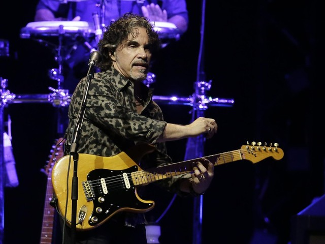Hall & Oates still play faves, but Oates has new music, too