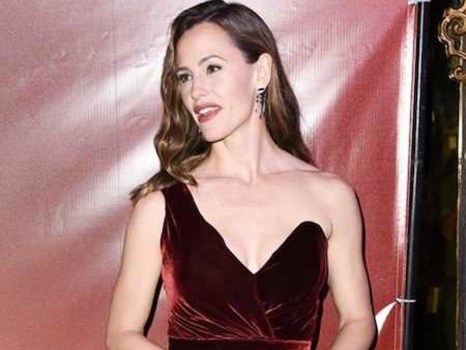 Jennifer Garner's Thanksgiving Preparations Sound Intense: ''It's Precision Cooking!''