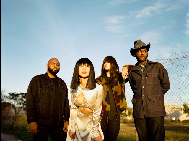 Khruangbin, Leon Bridges collaborate on EP