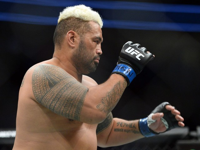 They said what?! Pros react to Mark Hunt's TKO of exhausted Derrick Lewis at UFC Auckland