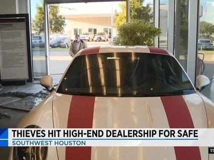 Wannabe Burglars Crash Truck into a Porsche Dealership, Leave on Foot