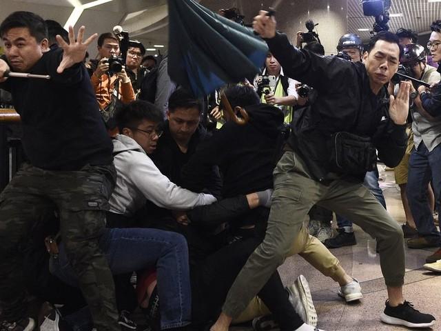 Hong Kong police use tear gas, pepper spray on Christmas Eve protesters