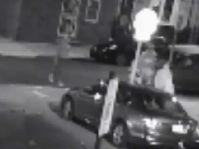 Woman punched, robbed at South Philadelphia bus stop