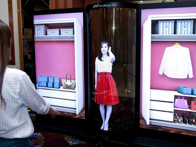 LG Introduces Massive 77 Inch Flexible And Transparent OLED Display