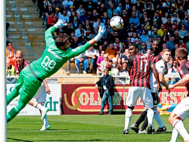 Ronaldo plays key role as Juventus wins 8th straight title