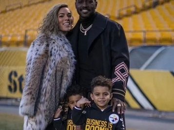 (NON) SHOCKER: Antonio Brown & Chelsie Are Clearly Back On Good Terms Since They're Laid Up In The Bed With Each Other