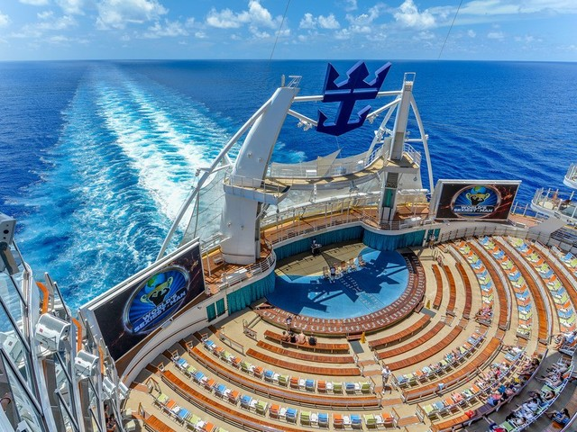 Top 25 free things you can do on Royal Caribbean's Oasis Class cruise ships