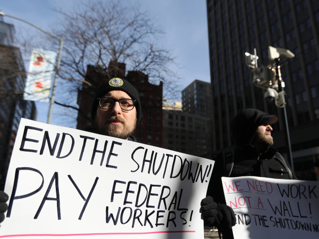 New poll shows federal workers don't prefer a border wall to getting paid