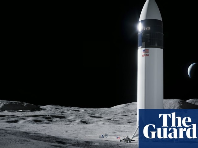 SpaceX is bound for the moon, but 2024 goal is now a long shot