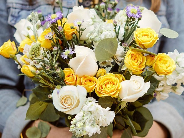 How to keep fresh-cut flowers alive and healthy for longer
