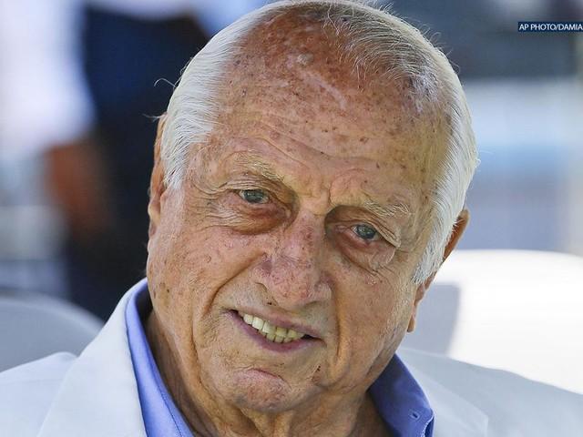 Dodgers legend Tommy Lasorda, 90, receives lifetime achievement award