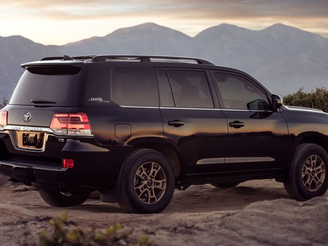 The Toyota Land Cruiser Dominates This List of the Longest-Lasting Cars You Can Buy