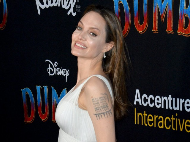 Angelina Jolie Sold Painting To 'Hurt Brad' And Take His Money?