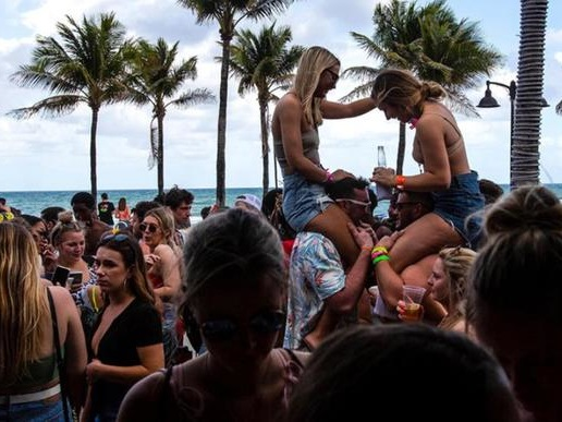 """Florida Gov Lifts Restrictions On Bars, Restaurants As State Enters """"Phase 3"""": Live Updates"""