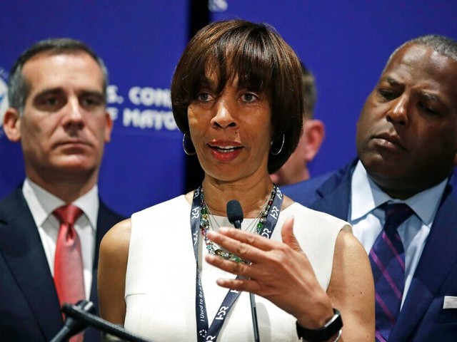 Baltimore mayor expected to resign Thursday amid FBI, state investigations into 'Healthy Holly' book