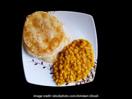 Cholar Dal With Luchi: Bengal's Traditional Breakfast Combo You Must Try