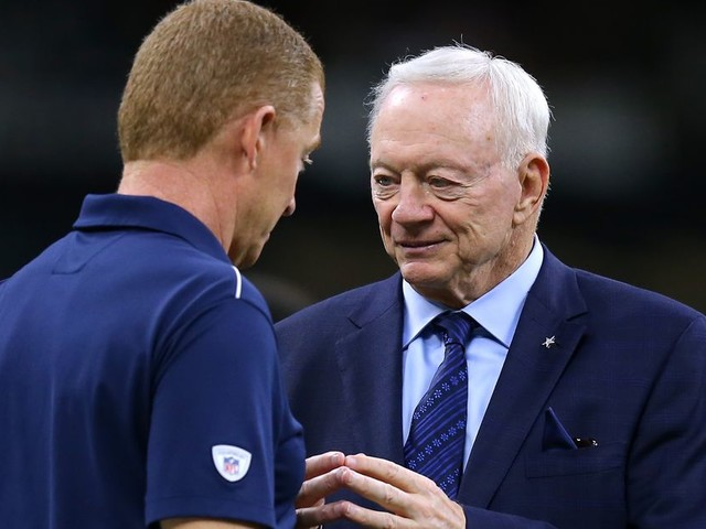 Jerry Jones really waited to fire Jason Garrett until the Eagles' playoff game, lol