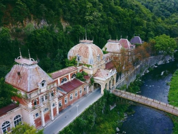 The Lost Romance of the Transylvanian Spa Town