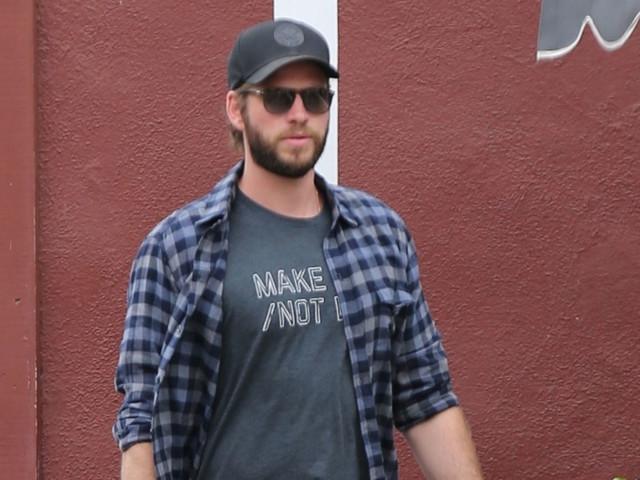 Liam Hemsworth Rocks 'Make Love Not War' T-Shirt for Brentwood Shopping Trip