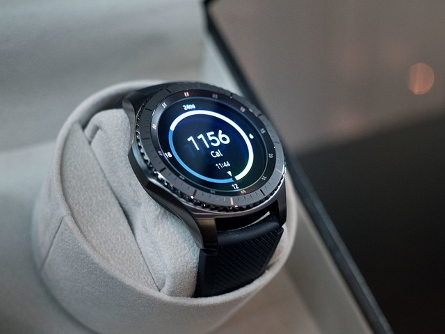 The Samsung Gear S3 Classic is available through AT&T starting Friday