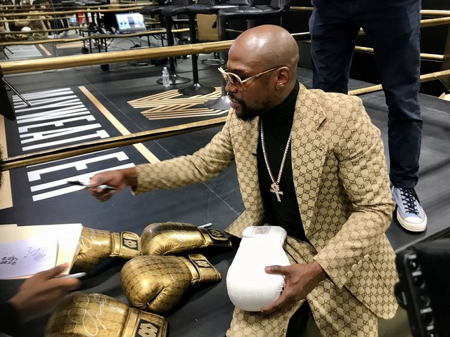 Floyd Mayweather teases return, days after saying he was still retired