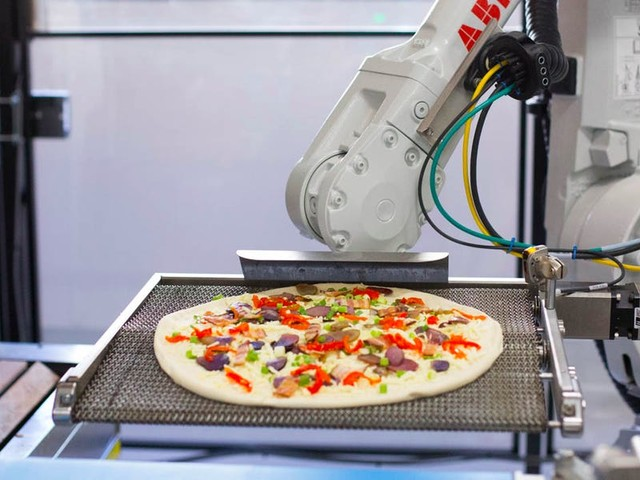 Zume, the robotic pizza maker that SoftBank valued at $1 billion, has lost several top execs and appears to have moved away from robots, even as it seeks new money