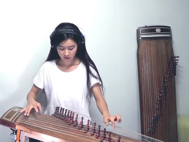 """AC/DC's """"Back in Black"""" Played on the Gayageum, a Korean Instrument Dating Back to the 6th Century"""