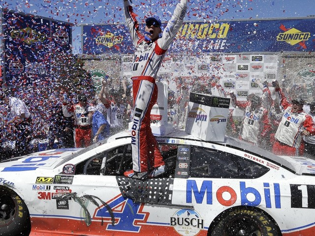 Kevin Harvick ends 20-race winless streak with victory at Sonoma