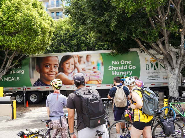 Bicycle Meals: Koreatown-based volunteers deliver food to unhoused Angelenos, but can they keep it up?