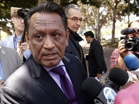 Council committee approves 'sanctuary' label for L.A. and rules on border wall contractors