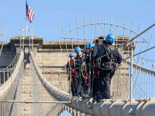 Cops scale Brooklyn Bridge in emergency exercise