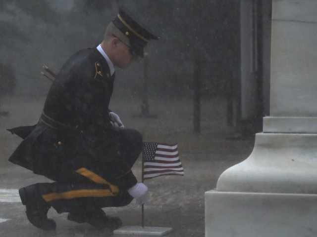 Here's the story behind the viral photo of soldier placing flag at Tomb of Unknown Soldier during storm