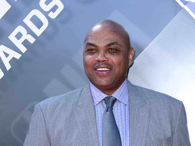 Charles Barkley apologizes for comment about hitting a woman
