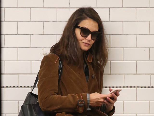 Katie Holmes Rides the Subway Just Like the Rest of Us!