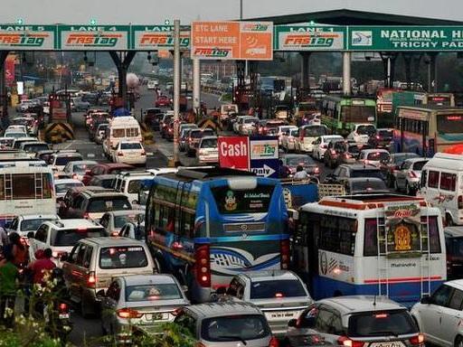 Chennai-bound vehicles choke Samayapuram toll plaza
