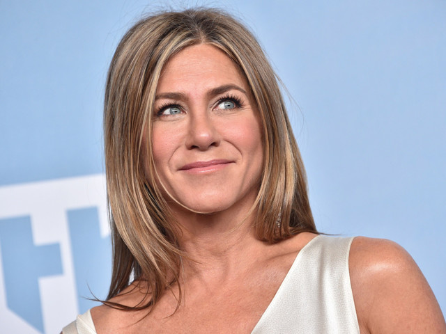 Jennifer Aniston surprises 'Friends' fans at Central Perk