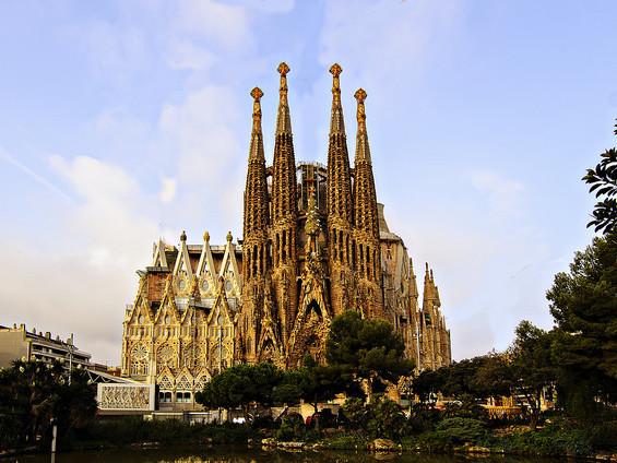 American – $378 (Regular Economy) / $288 (Basic Economy): New York – Barcelona, Spain. Roundtrip, including all Taxes