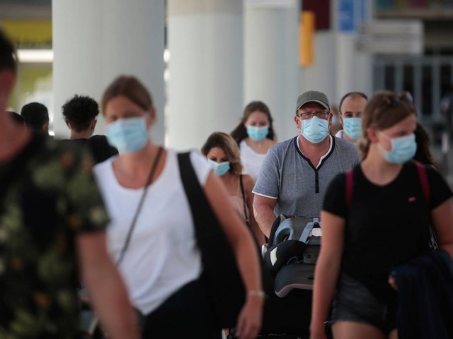 Delta won't let you board the plane if you're wearing this type of face mask