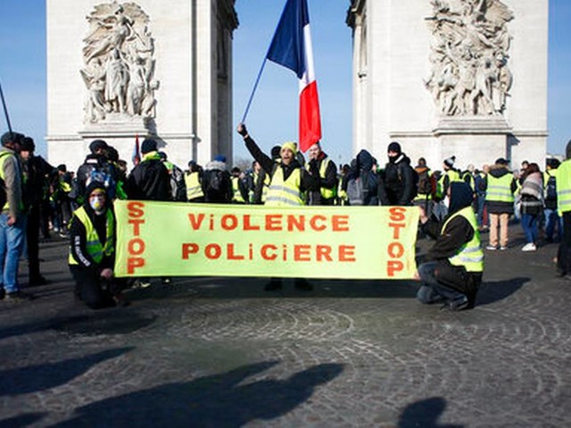 Scattered yellow vest protests against Macron, anti-Semitism