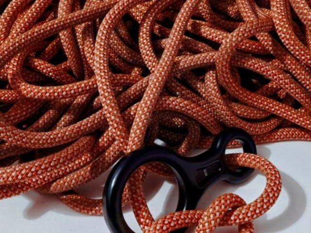 DNA is managed like climbers' rope to help keep tangles at bay