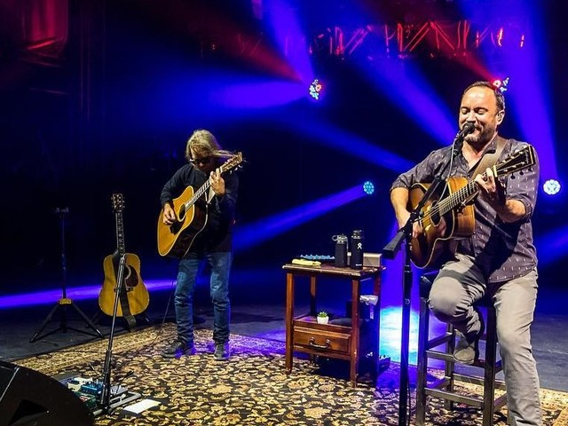 Dave Matthews & Tim Reynolds Perform 'Don't Drink The Water' At CMAC