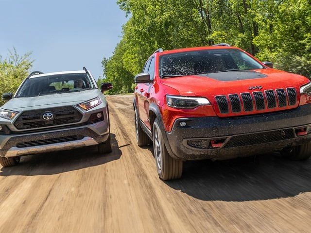 2019 Jeep Cherokee Trailhawk vs. 2019 Toyota RAV4 Adventure: Trailhawk Adventure