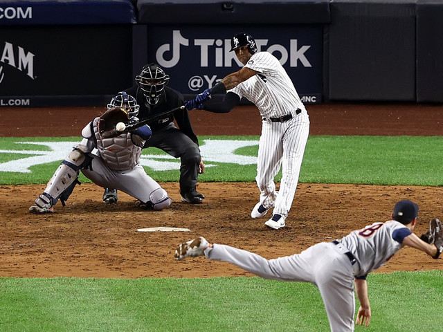 Switch-hitting Aaron Hicks gets right side up for Yankees