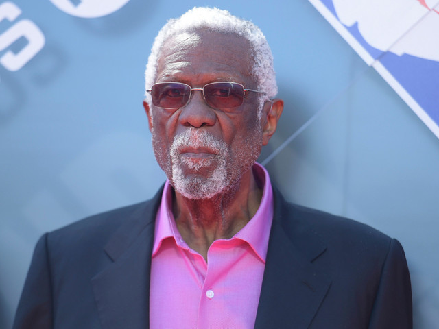 Bill Russell finally accepts his Hall of Fame ring after 44 years