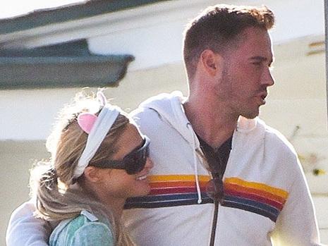 Paris Hilton Passionately Kisses Boyfriend Carter Reum During Romantic Malibu Beach Date — Pic
